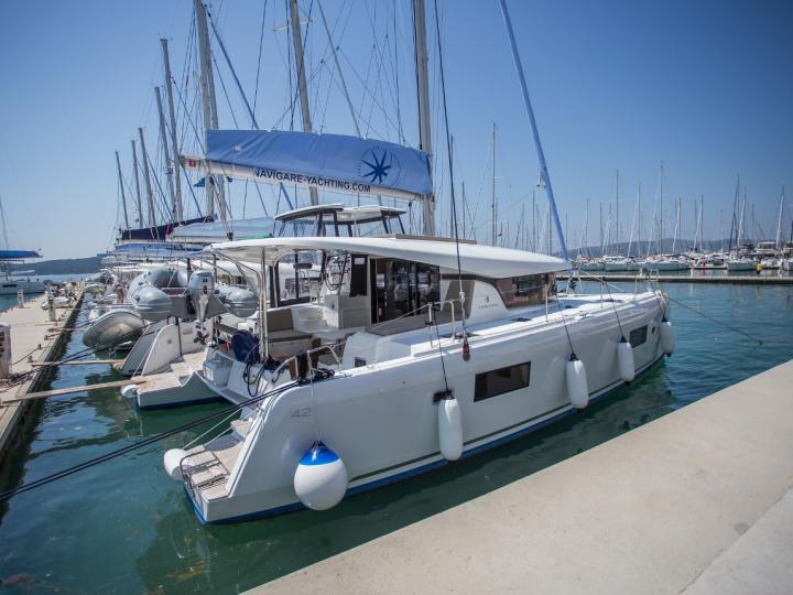 Rent a boat in Dalmatia, Croatia and discover boat trip on a catamaran in Dubrovnik.