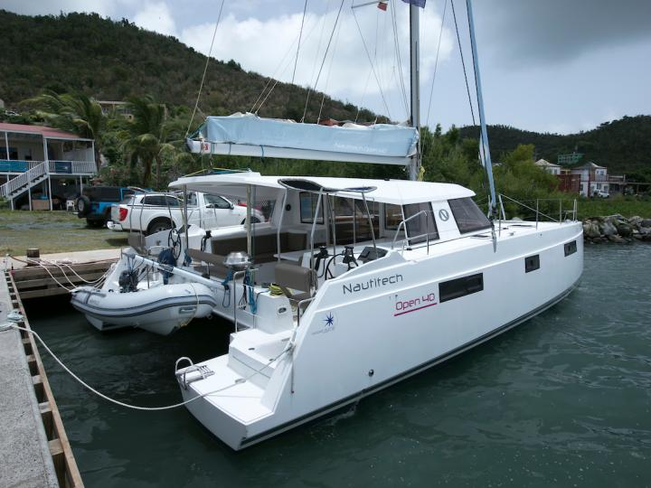 Discover boating aboard the 39ft Ebba boat in Road Town, BVI - a 5 cabins catamaran for rent.