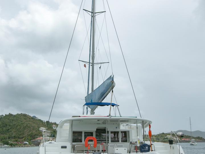 Charter a catamaran in British Virgin Islands - a perfect vacation on a boat for your family or friends.
