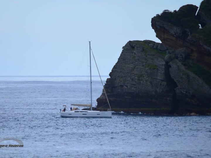 Discover boating aboard the 46ft boat in Horta, Portugal - a 4 cabins sail boat for rent.