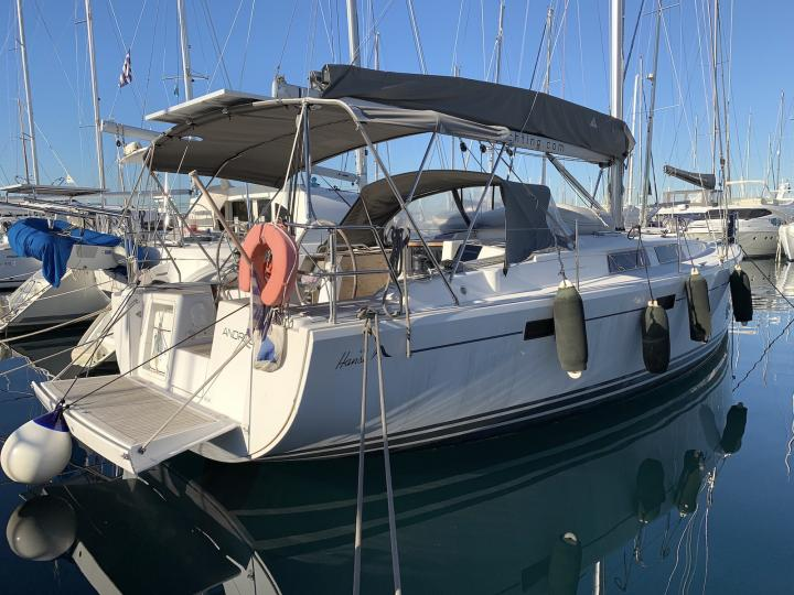Book a great boat for rent in Lavrio, Greece - the Andros yacht charter.