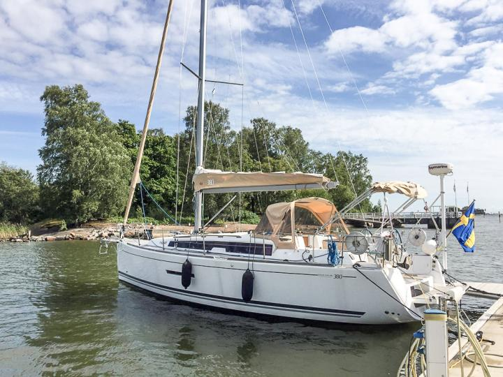 Sail around Stockholm, Sweden on a yacht charter - rent the amazing La Concha boat and discover sailing.