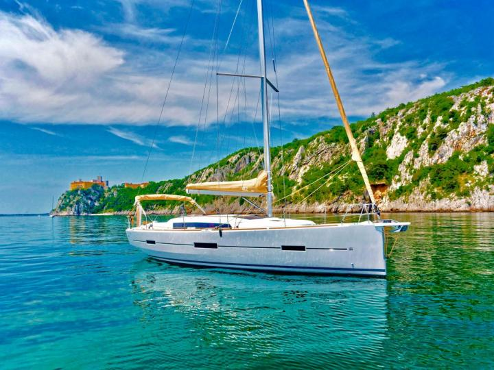 Discover boating aboard the 42ft ALTAIR II boat in Castellammare di Stabia, Italy - a sail boat for rent.