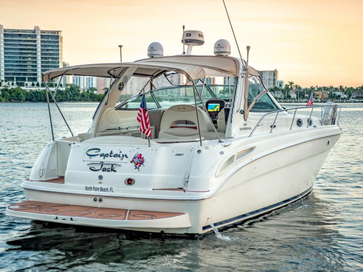 Enjoy the water of Miami on our 42'