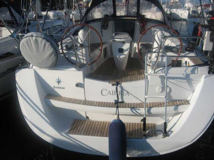 Top boat rental in Portisco, Italy - rent a sailboat for up to 6 guests.