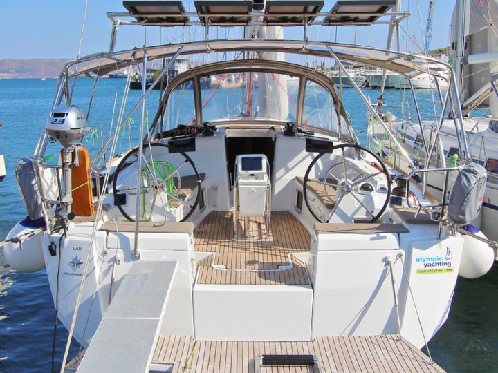 Boat rental in Lavrio, Greece - rent a sailboat for up to 8 guests.