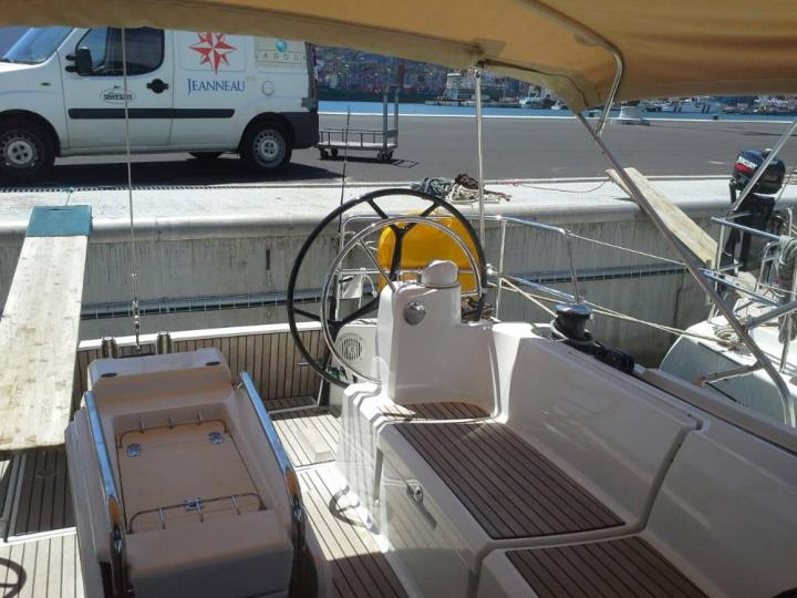 Rent this affordable sailboat in Salerno, Italy and discover the beauty of the Amalfi Coast from the water.