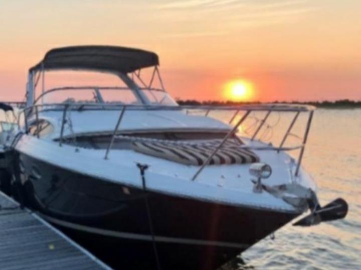 Regal boats 35 Express cruiser
