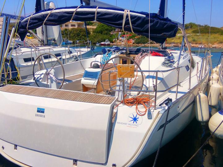 Charter a yacht in Elliniko, Greece - a perfect vacation on a yacht for up to 8 guests.