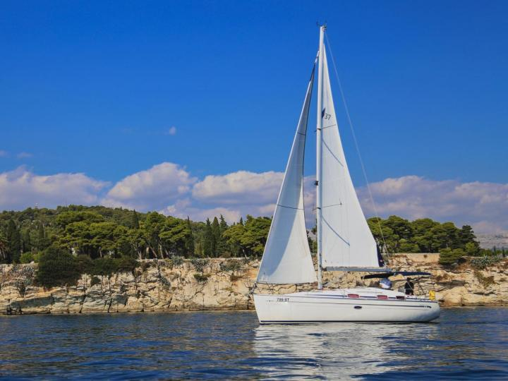 Top sail boat charter in Split, Croatia - rent a sail boat for up to 6 guests.