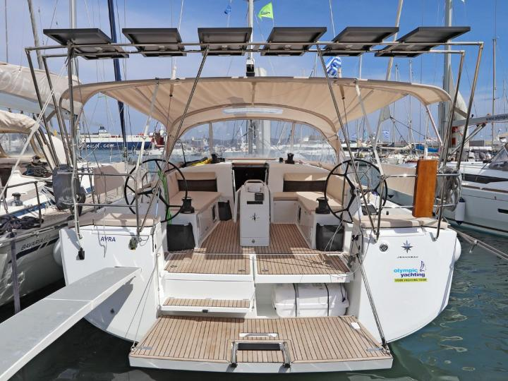 Private rent a boat in Lavrio, Greece for up to 10 guests.