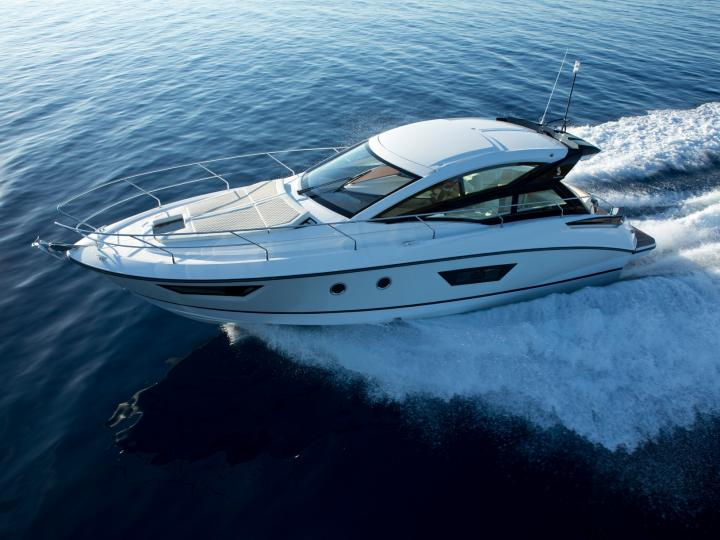 Monohull, brand new, lounge in cockpit area, electronic platform, beach towels, wifi