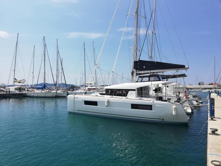 Tortola, BVI boat rental - discover family or friends vacation on a catamaran for up to 6 guests.