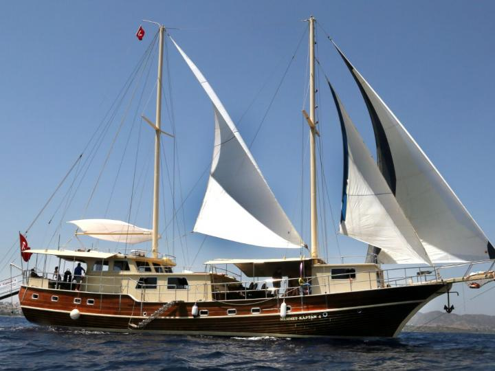 This wonderful luxe gulet yacht is 29.m long and for 18 people