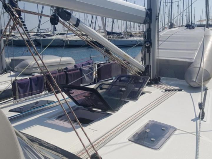 Sail boat for rent in Skiathos, Greece - book your dream vacation!