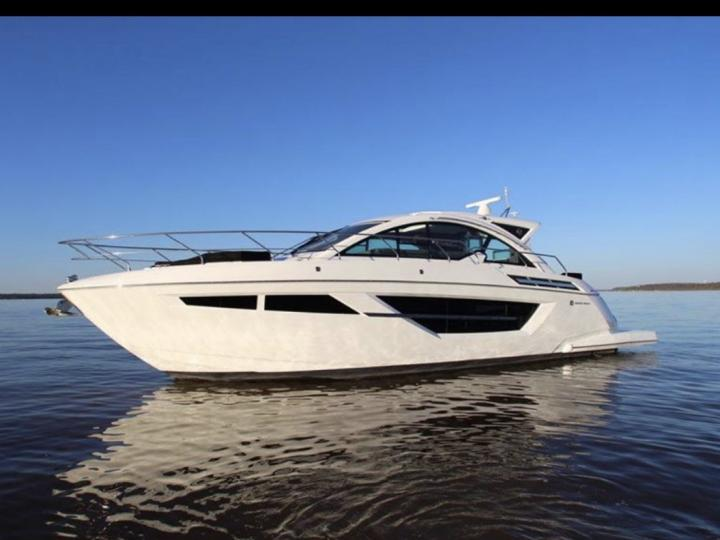 cruisers yacht 50 cantius for rent