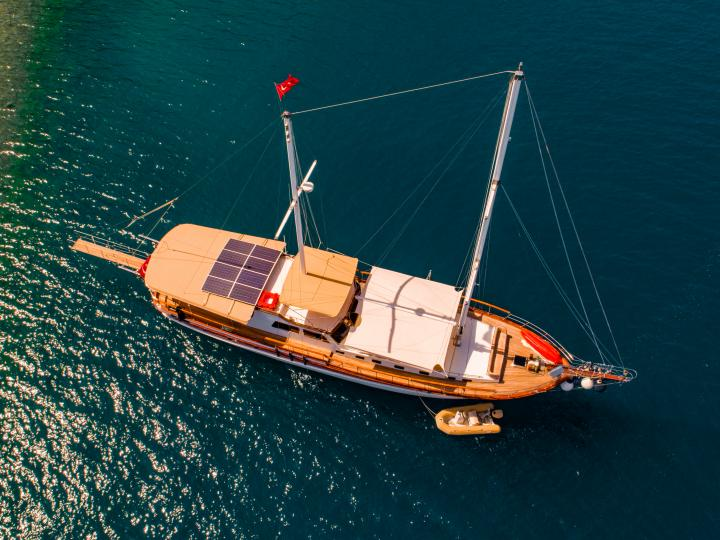 This wonderful luxe gulet yacht is 26 m long and for 8 people
