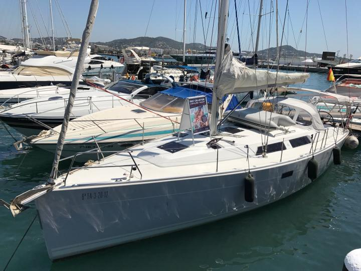 Contemporary mediterranean boat experience with Hanse 400, now in IBIZA