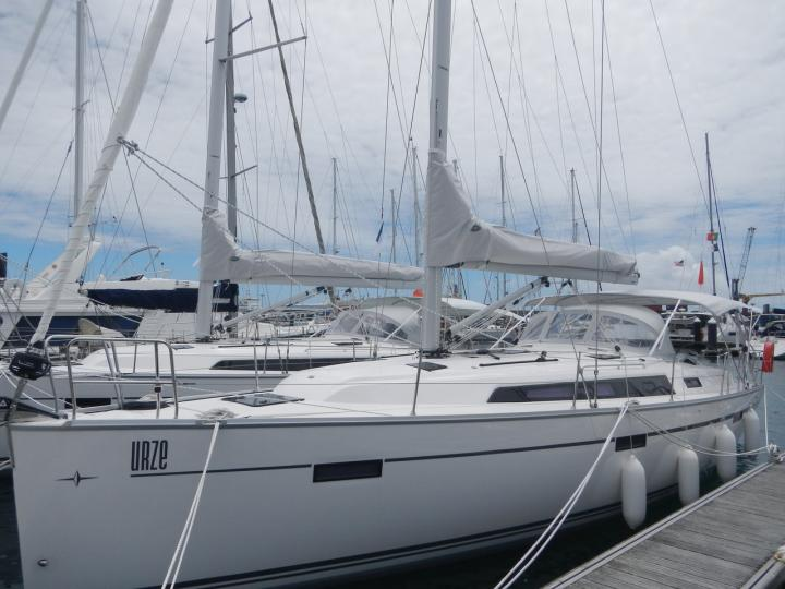 Urze - a 41ft boat for rent in Ponta Delgada, Portugal. Enjoy a great boat charter for 6 guests.