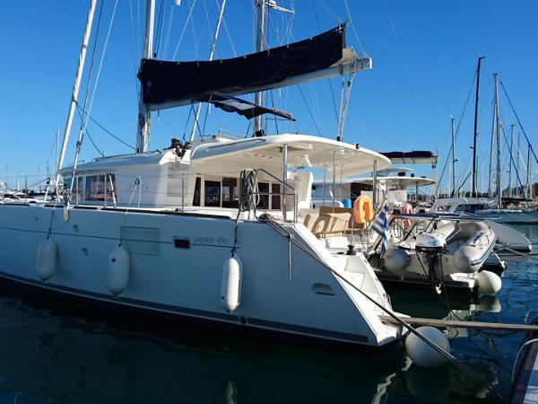 Catamaran for rent in Nassau, Bahamas - a perfect boat vacation for up to 8 guests.