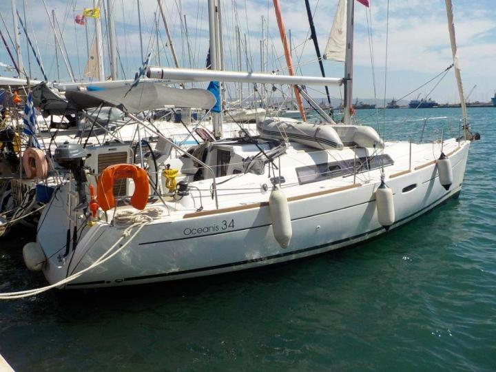 Christiana - a 34ft boat for rent in Lavrio, Greece. Enjoy a yacht charter for 6 guests.