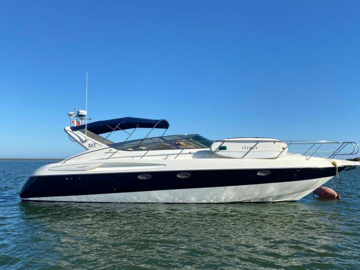 Discover boating aboard the 39ft ISea Two boat in Faro, Portugal - a 2 cabins power boat for rent.