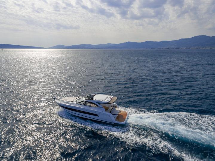 38ft motorboat for rent in Kaštel Gomilica, Croatia.