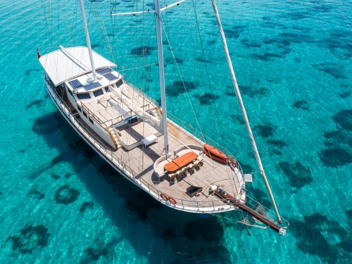 This wonderful luxury gulet yacht is 28 m long and for 16 people