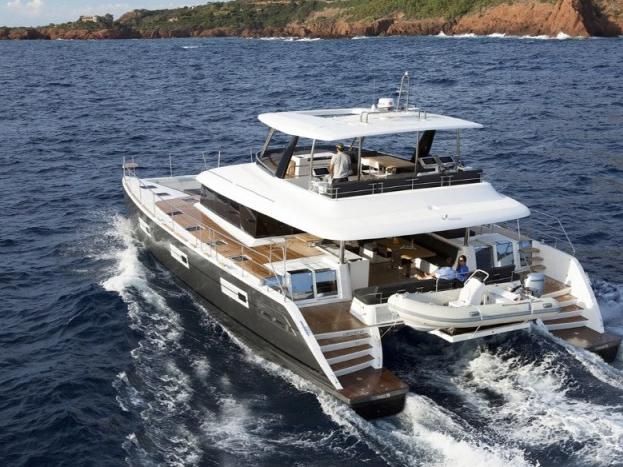 Rent a catamaran in Tonnarella, Italy and enjoy a boat trip like never before.