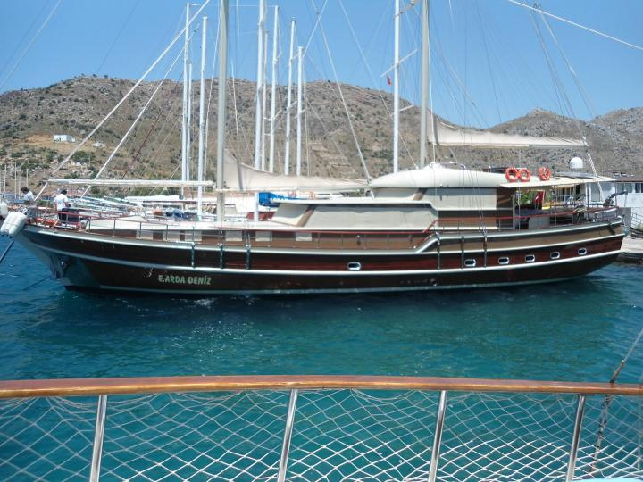 This wonderful deluxe gulet yacht is 31 m. long and for 12 people