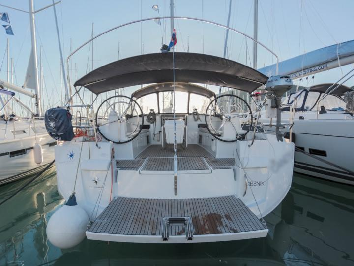Rent a sailboat in Athens, Greece and enjoy a boat trip like never before.