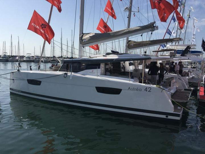 Tonnarella, Italy yacht charter - rent a catamaran for up to 8 guests.