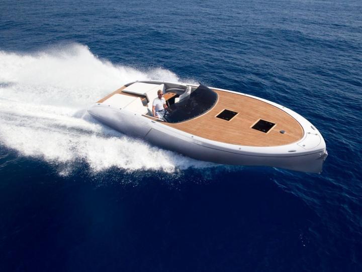 Powerboat rental in Split, Croatia for up to 2 guests.
