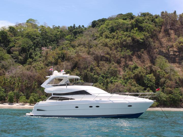 Luxury motor yacht rental