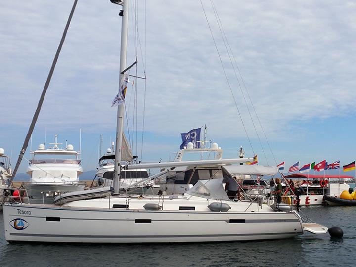 Beautiful boat rental in Palma, Spain - book a yacht charter for 6 guests.