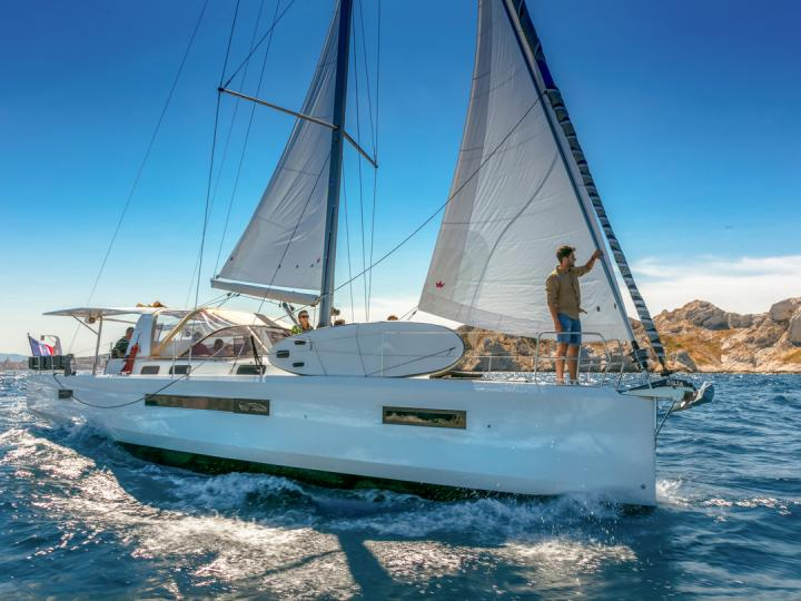 Cruise the beautiful waters of Athens and the Cyclades in Greece aboard this great boat for rent.