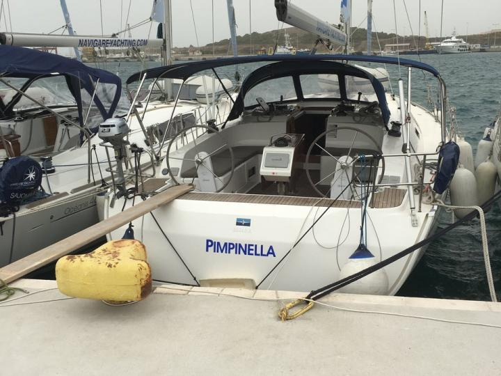 Affordable boat for rent in Elliniko, Athens, Greece.
