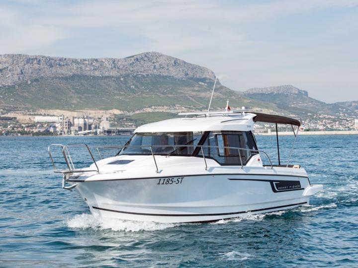 Top boat rental in Kaštel Gomilica, Croatia - rent a power boat for up to 2 guests.