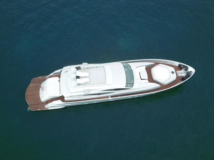 90' Pershing Luxurious Yacht for Charter in Miami and The Bahamas