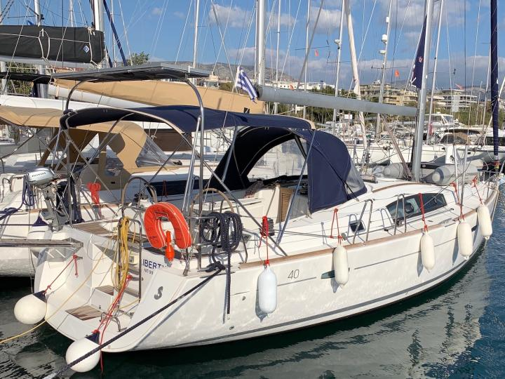 Rent a boat in Lavrio, Greece and discover yacht charter for 6 guests.