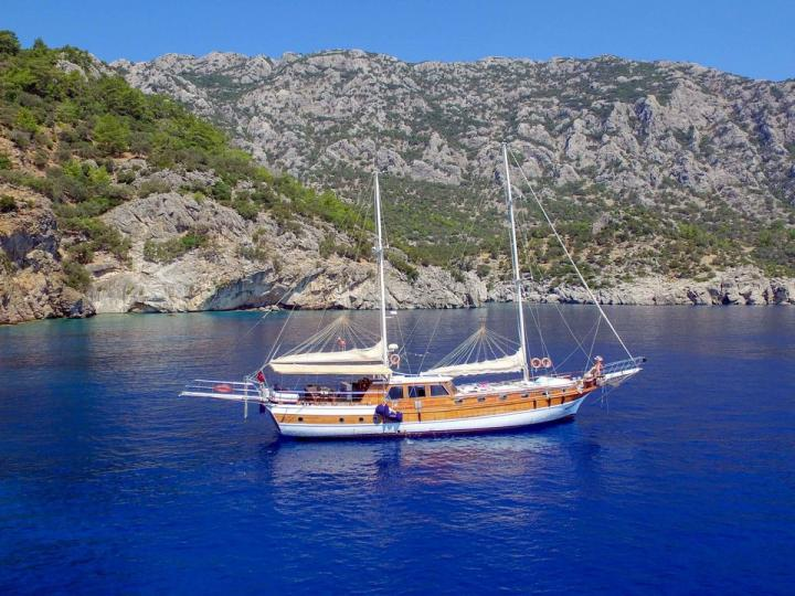 Sail on a beautiful power boat for 16 guests in Marmaris, Turkey - the ultimate vacation trip on a yacht charter.