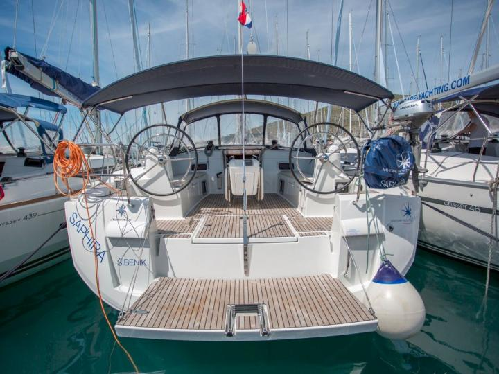 Rent a boat in Dubrovnik, Croatia - sailboat for rent for up to 10 guests.