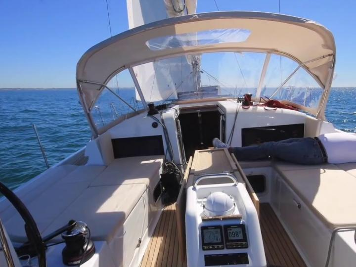 Boat rental in Portisco, Italy - discover sailing on a yacht.