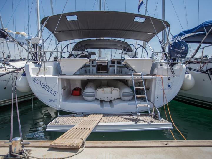 Rent a boat in Dubrovnik, Croatia - the Isabelle and explore Dalmatia.