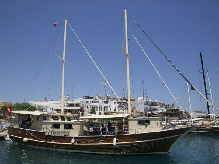 This wonderful luxe gulet yacht is 27.m long and for 16 people