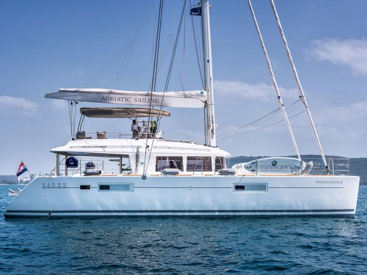 Rent a catamaran in Split, Croatia and immerse yourself in a boat trip like never before.