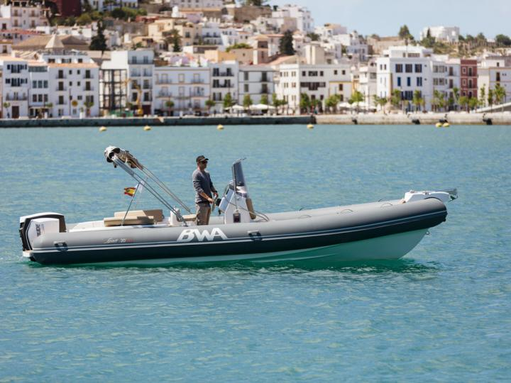 Discover boating aboard the 26ft Calima boat in Eivissa, Spain - a 0 cabins power boat for rent.