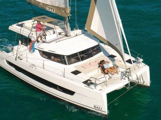 Sail around Annapolis, United States on a Catamaran - rent the amazing ISHA boat and discover sailing.