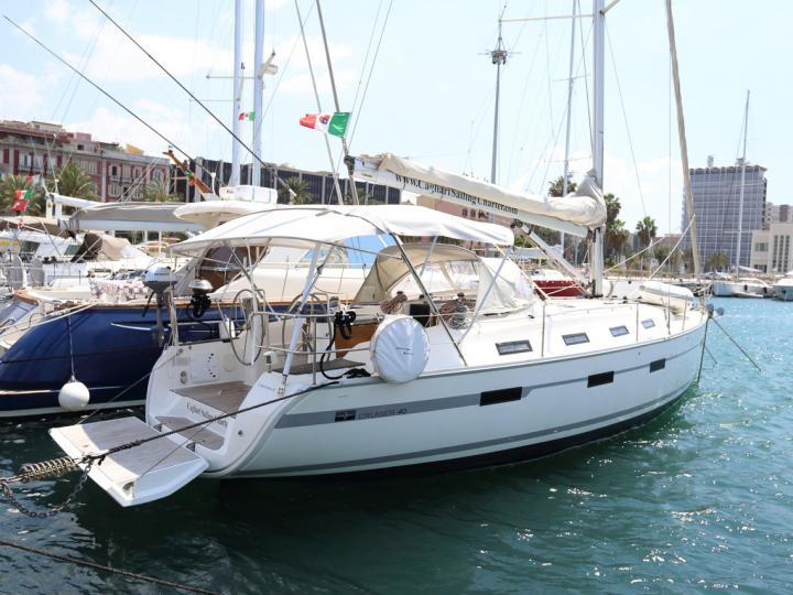 Capitana II - a 41ft boat for rent in Portisco, Italy. Enjoy a great boat charter for 6 guests.