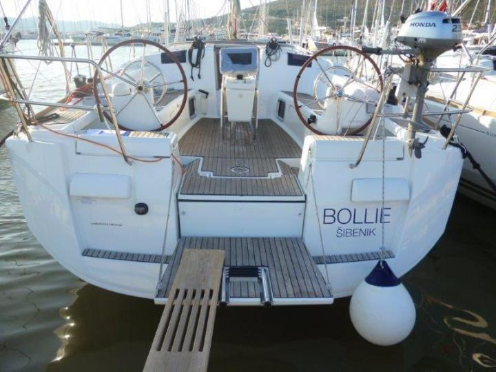 Rent a yacht in Palma de Mallorca, Spain and discover boating on a sailboat.